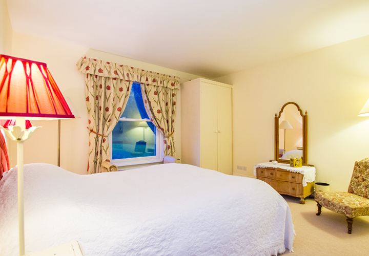 Bellows Mill Self Catering Accommodation - Kingfisher Bedroom