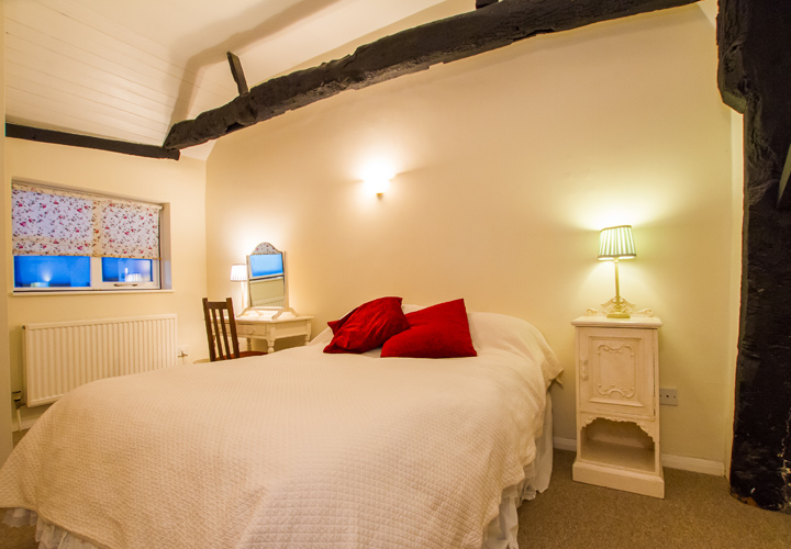 Bellows Mill Self Catering Accommodation - Rosebay Bedroom